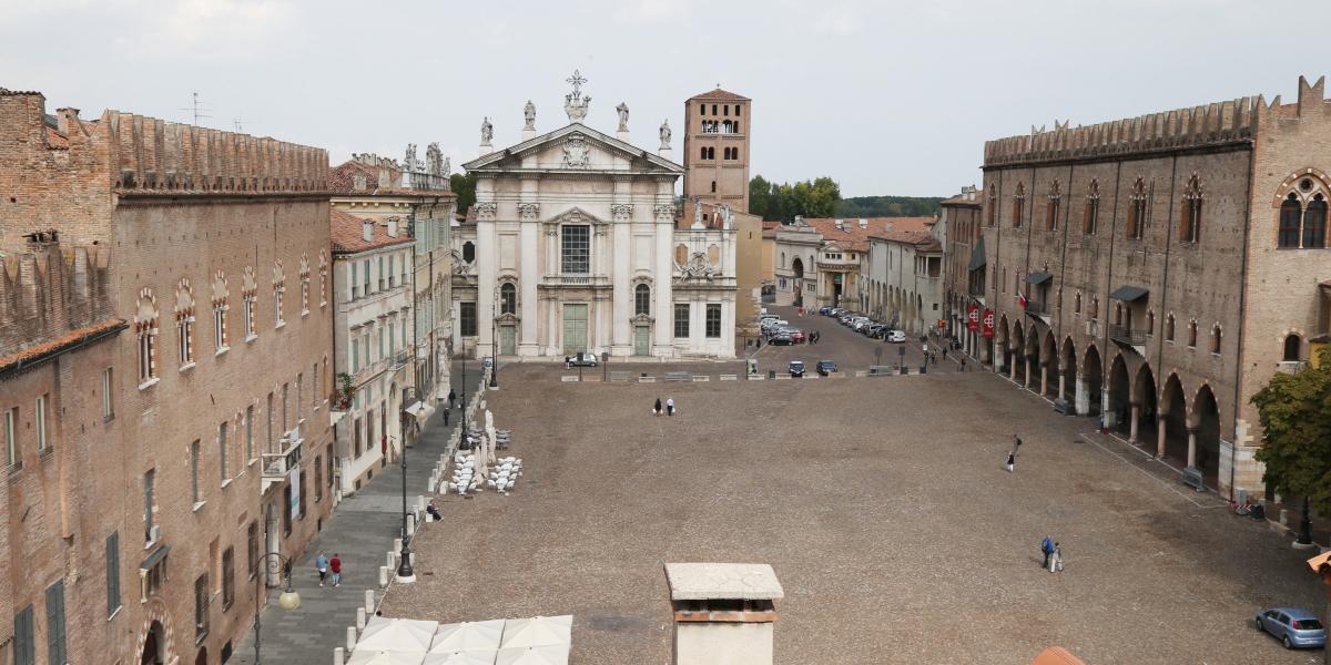 Cena di natale cultura e arte club iacde italia for Piazza sordello